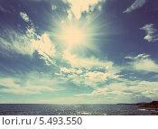 Купить «Морской пейзаж с солнцем и облаками», фото № 5493550, снято 19 сентября 2018 г. (c) Михаил Коханчиков / Фотобанк Лори