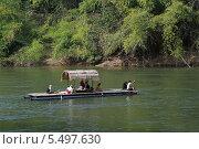 Купить «Сплав на плоту по реке Квай (River Kwai). Королевство Таиланд», фото № 5497630, снято 29 декабря 2013 г. (c) Григорий Писоцкий / Фотобанк Лори