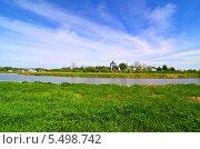 Купить «Суздаль, городской пейзаж. Яркое весеннее небо над кремлем, река и зеленый луг», фото № 5498742, снято 18 мая 2013 г. (c) Анна Мартынова / Фотобанк Лори