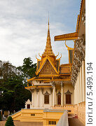 Фрагмент здания королевского дворца в Пномпене (2013 год). Стоковое фото, фотограф Юлия Бабкина / Фотобанк Лори