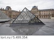 Стеклянная пирамида (2014 год). Редакционное фото, фотограф Александр Хорхордин / Фотобанк Лори