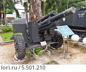 Купить «Американская 105 мм гаубица M101 во дворе Музея Жертв Войны. Хошимин, Вьетнам», фото № 5501210, снято 18 сентября 2013 г. (c) Иван Марчук / Фотобанк Лори