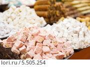 Купить «Традиционные турецкие сладости», фото № 5505254, снято 28 января 2020 г. (c) Mikhail Starodubov / Фотобанк Лори