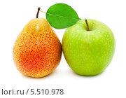 Желтая груша и зеленое яблоко. Стоковое фото, фотограф Алексей Попов / Фотобанк Лори