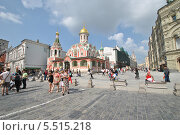 Купить «Церковь Казанской иконы божией Матери на Красной площади летним солнечным днем», эксклюзивное фото № 5515218, снято 3 августа 2013 г. (c) lana1501 / Фотобанк Лори