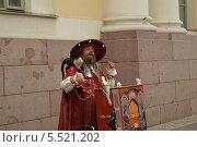 Уличный артист с шарманкой (2012 год). Редакционное фото, фотограф Ярослав Грицан / Фотобанк Лори
