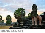 Купить «Ангкор-Ват, Храмовый комплекс, Камбоджа», фото № 5527554, снято 28 декабря 2011 г. (c) Знаменский Олег / Фотобанк Лори