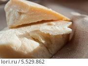 Король сыров (твёрдый сыр пармиджано-реджано (parmigiano reggiano)) Стоковое фото, фотограф Марина Гуменюк / Фотобанк Лори