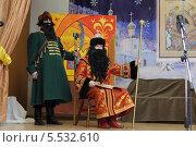 Купить «Жанровая сценка из спектакля», эксклюзивное фото № 5532610, снято 12 января 2014 г. (c) Дмитрий Неумоин / Фотобанк Лори