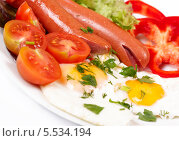 Завтрак с яичницей и сосисками. Стоковое фото, фотограф Денис Афонин / Фотобанк Лори