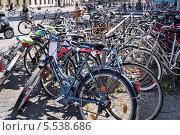 Велосипедная парковка. Мюнхен, Германия (2013 год). Редакционное фото, фотограф Илюхина Наталья / Фотобанк Лори