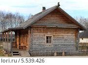 Дом из бруса с крыльцом. Стоковое фото, фотограф Валерий Князькин / Фотобанк Лори