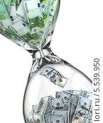 Купить «Стеклянные песочные часы с банкнотами евро и долларами», иллюстрация № 5539950 (c) Maksym Yemelyanov / Фотобанк Лори