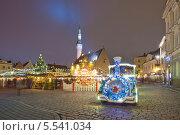 Купить «Рождественская ярмарка на Ратушной площади в центре Таллина, Эстония», эксклюзивное фото № 5541034, снято 6 января 2014 г. (c) Литвяк Игорь / Фотобанк Лори