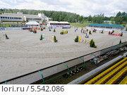 Купить «Поле для соревнований по конкуру в конном центре Битца», фото № 5542086, снято 9 июня 2012 г. (c) Losevsky Pavel / Фотобанк Лори