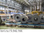 Купить «Рулоны алюминия лежат в цеху завода», фото № 5542166, снято 4 мая 2012 г. (c) Losevsky Pavel / Фотобанк Лори