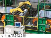 Купить «Алюминий на прокатном станке на заводе», фото № 5542218, снято 4 мая 2012 г. (c) Losevsky Pavel / Фотобанк Лори