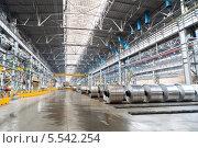 Купить «Цех по производству алюминия на заводе», фото № 5542254, снято 4 мая 2012 г. (c) Losevsky Pavel / Фотобанк Лори