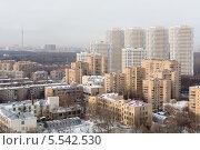 Купить «Несколько высотных жилых зданий, жилой комплекс Лосиный остров в Москве, Россия», фото № 5542530, снято 22 декабря 2012 г. (c) Losevsky Pavel / Фотобанк Лори