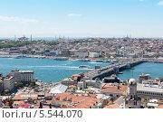 Купить «Автомобили идут по мосту Галата от одного побережья Стамбула к другому», фото № 5544070, снято 2 июля 2012 г. (c) Losevsky Pavel / Фотобанк Лори