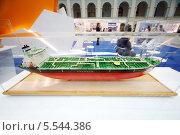 Купить «Модель танкера в стеклянной витрине», фото № 5544386, снято 23 мая 2012 г. (c) Losevsky Pavel / Фотобанк Лори