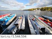 Купить «Гоночные моторные катера перед стартом», фото № 5544594, снято 29 сентября 2012 г. (c) Losevsky Pavel / Фотобанк Лори