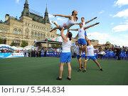 Акробаты на площадке «Динамо» на VIII Форуме ГТО, Москва (2012 год). Редакционное фото, фотограф Losevsky Pavel / Фотобанк Лори