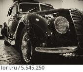 Черно белое изображение старинного автомобиля BMW 327 Coupe 1937-1941г (2010 год). Редакционное фото, фотограф Алексей Горбунов / Фотобанк Лори