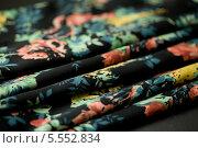 Купить «Черный шарфик с рисунком», фото № 5552834, снято 14 августа 2013 г. (c) Morgenstjerne / Фотобанк Лори