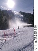 Купить «Подготовка горнолыжной трассы - снеговые пушки. Чалин Валог, курорт Банско, Болгария», фото № 5555990, снято 30 января 2014 г. (c) ZitsArt / Фотобанк Лори