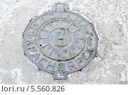 Купить «Канализационный люк. Водоканал, Красноярск», фото № 5560826, снято 9 ноября 2012 г. (c) Юлия Батурина / Фотобанк Лори