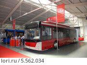 Купить «Автобус на Нижегородской ярмарке», фото № 5562034, снято 30 июня 2010 г. (c) Андрей Забродин / Фотобанк Лори