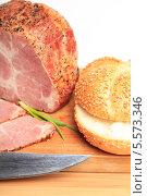 Купить «Варено-копченое мясо, нож и булочка с кунжутом на деревянной доске», эксклюзивное фото № 5573346, снято 5 февраля 2014 г. (c) Яна Королёва / Фотобанк Лори