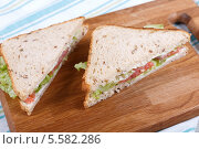 Бутерброд с рыбой. Стоковое фото, фотограф Денис Афонин / Фотобанк Лори