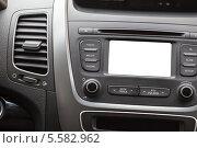 Купить «Автомобильный дисплей на приборной доске, белый фон», фото № 5582962, снято 8 февраля 2014 г. (c) Кекяляйнен Андрей / Фотобанк Лори