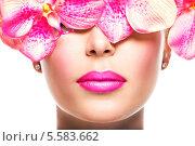 Купить «Портрет женщины с ярко-розовой помадой на губах и лепестками розовых орхидей на белом фоне», фото № 5583662, снято 9 октября 2013 г. (c) Валуа Виталий / Фотобанк Лори