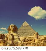 Купить «Египетский сфинкс на фоне пирамид Гизы, Египет. Стиль ретро», фото № 5588770, снято 21 августа 2018 г. (c) Михаил Коханчиков / Фотобанк Лори