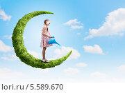 Купить «Девочка с лейкой стоит на луне из зеленых растений на фоне голубого неба с белыми облаками», фото № 5589670, снято 22 марта 2010 г. (c) Sergey Nivens / Фотобанк Лори