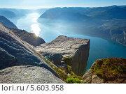 Купить «Вершины массивных скал Прекестулен. Норвегия», фото № 5603958, снято 21 июля 2013 г. (c) Юрий Брыкайло / Фотобанк Лори