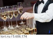 Купить «Пирамида из бокалов с шампанским», фото № 5606174, снято 23 января 2014 г. (c) Дмитрий Калиновский / Фотобанк Лори