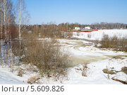 Купить «Весенний сельский пейзаж с рекой», эксклюзивное фото № 5609826, снято 16 апреля 2013 г. (c) Елена Коромыслова / Фотобанк Лори