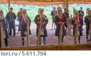 Купить «Женщины народа Акха исполняют традиционную музыку», видеоролик № 5611794, снято 9 февраля 2014 г. (c) pzAxe / Фотобанк Лори