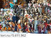 Купить «Фигуры рыцарей на витрине в Толедо, Испания», фото № 5611962, снято 22 августа 2013 г. (c) Яков Филимонов / Фотобанк Лори
