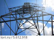 Купить «Высокая мачта ЛЭП на фоне синего неба», фото № 5612918, снято 23 июля 2013 г. (c) Михаил Коханчиков / Фотобанк Лори