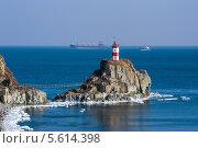 Купить «Маяк на мысе Басаргина. Японское море.», фото № 5614398, снято 19 января 2014 г. (c) Владимир Серебрянский / Фотобанк Лори