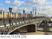 Патриарший мост, Москва (2014 год). Редакционное фото, фотограф Валерия Попова / Фотобанк Лори