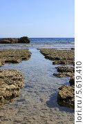 Расщелина в рифах. Стоковое фото, фотограф Дмитрий Емушинцев / Фотобанк Лори