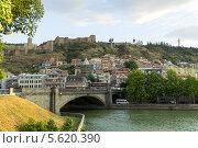 Купить «Крепость Нарикала и мост Метехи через реку Мтквари. Тбилиси. Грузия», фото № 5620390, снято 3 июля 2013 г. (c) Евгений Ткачёв / Фотобанк Лори