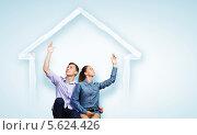 Купить «Счастливая молодая семья в мечтах о собственном о доме», фото № 5624426, снято 18 февраля 2020 г. (c) Sergey Nivens / Фотобанк Лори