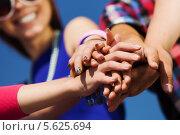 Концепция единства. Руки людей, сложенные вместе. Стоковое фото, фотограф Sergey Nivens / Фотобанк Лори